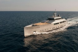 perini navi exuma 250x166 - Superyacht für 1 Million Dollar im Monat